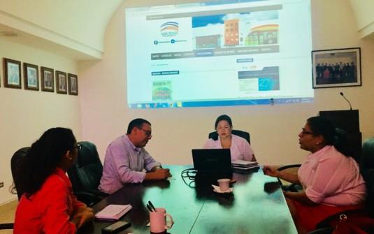 Directora de AmCham Nicaragua Claudia Neira coordinando modernización Revista BUSINESS para servir mejor a nuestros socios