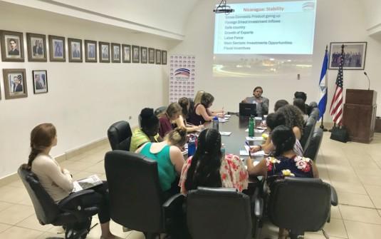 Estudiantes de Augsburg – Conociendo sobre la inversión extranjera y el papel que juega AmCham Nicaragua